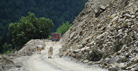 горы дорога в Местиа камнепад