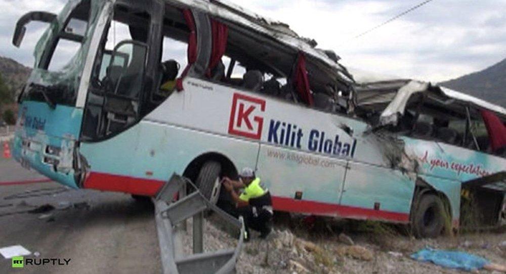 Полиция на месте аварии экскурсионного автобуса в Турции