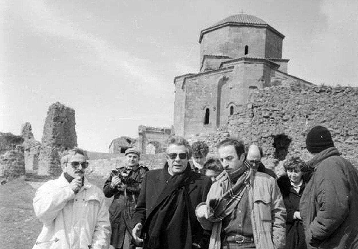 Марчелло Мастроянни посещает монастырь Джвари