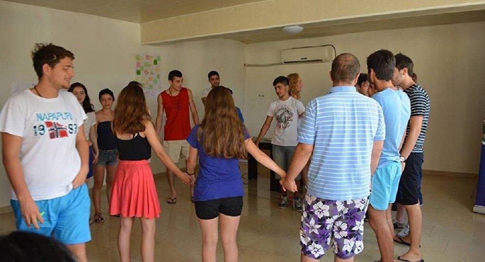 Подростки из Украины и Грузии проводят отдых в молодежном лагере в Уреки