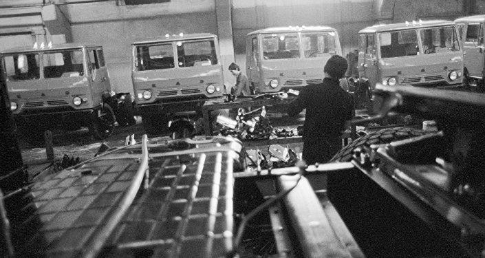 Сборочный цех Кутаисского автомобильного завода