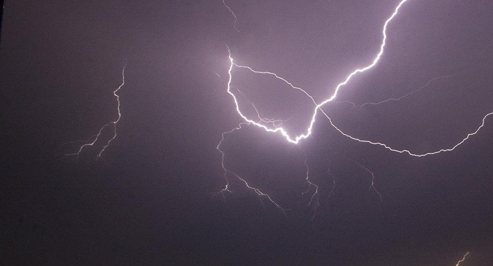 Всамолет рейса Стамбул— Тбилиси угодила  молния