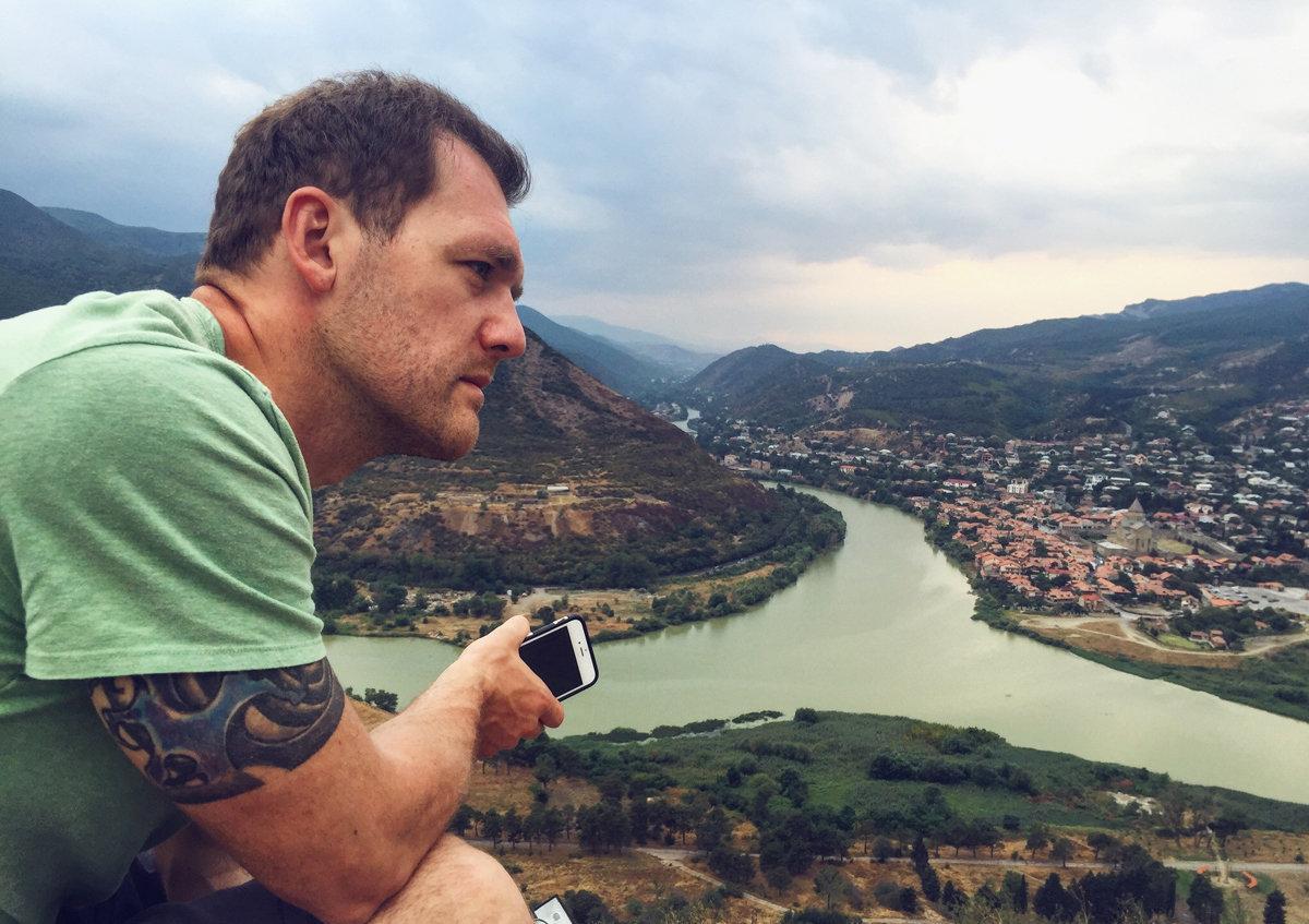 российский актер Денис Шведов в Грузии