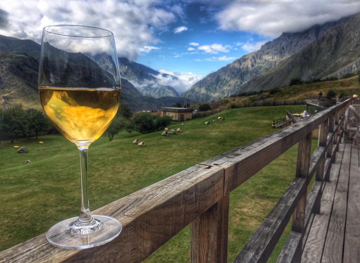 Грузинское вино и горы