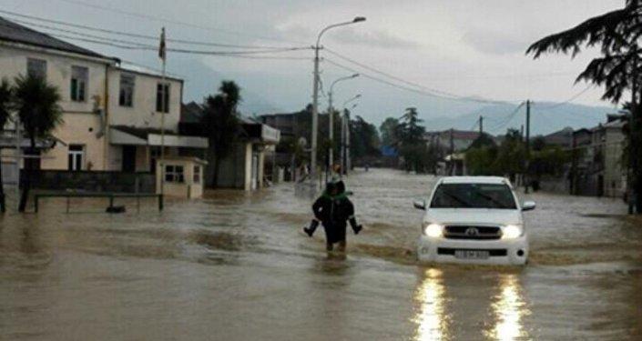Сильный дождь лишил света жителей Западной Грузии