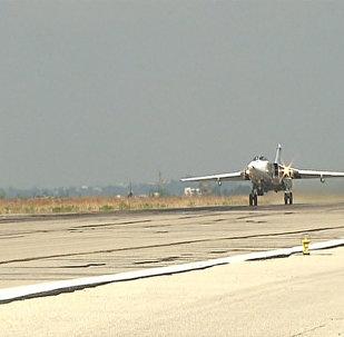 Российский Су-24М вылетел на боевое задание с базы в Сирии