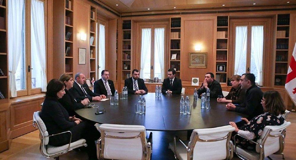 პრეზიდენტის შეხვედრა პოლიტიკურ პარტიებთან