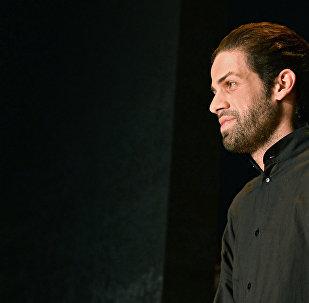 Модель на показе одежды из новой коллекции дизайнера Гоги Никабадзе
