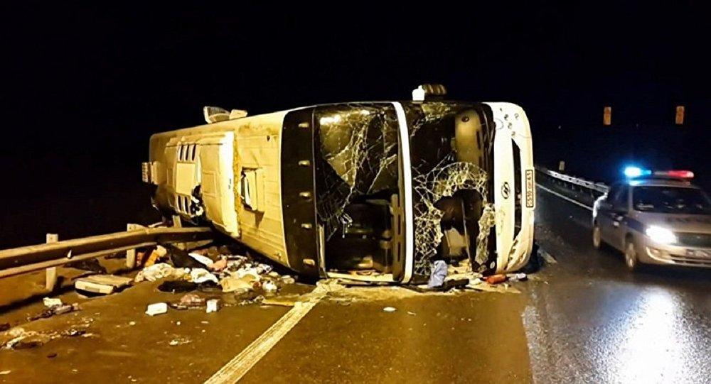 Пассажирский автобус упал смоста вПакистане