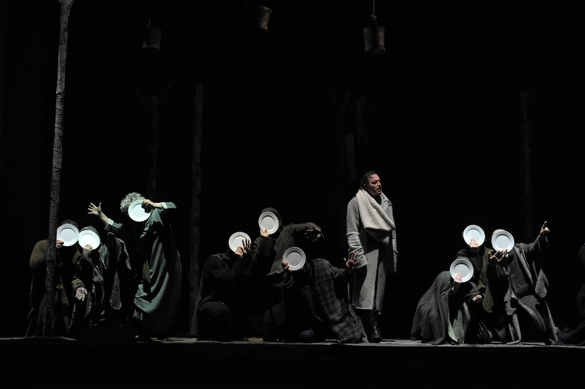 Сцена из спектакля Ревизор реж. А.Варсимашвили