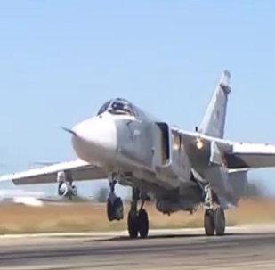 Момент сброса бомбы с российского Су-24М на боевом вылете в Сирии