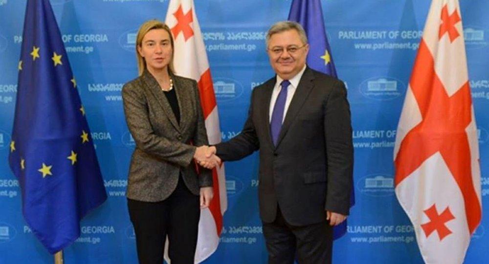 Председатель парламента Грузии Давид Усупашвили и вице-президент Еврокомиссии Федерика Могерини. Архив