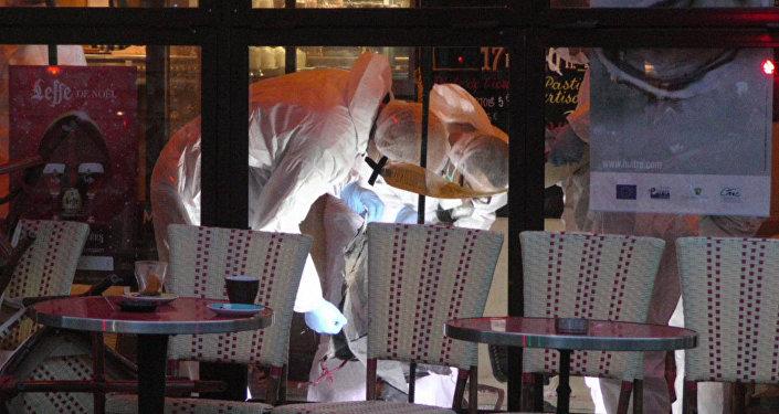 Полицейские осмотрели найденный на месте теракта в Париже пояс шахида