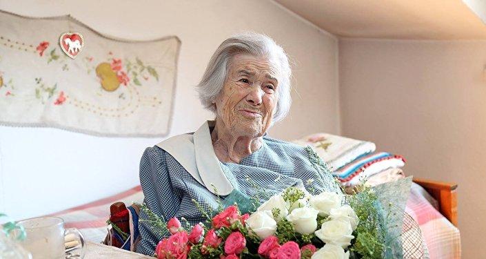 Мэрия Тбилиси дарит всем старожилам по 1000 лари