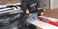 Полиция изъяла 800 ружей, отправленных в Бельгию. Оперативная съемка