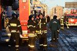 Пожарные и спасатели МЧС работают в центре Москвы