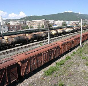 Грузовой железнодорожный состав, архивное фото