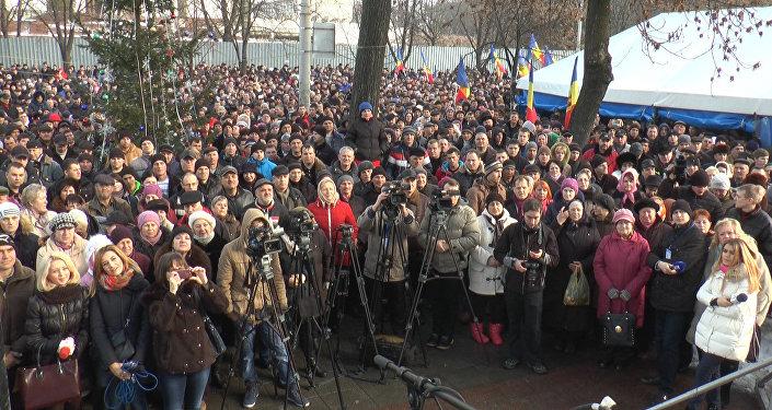 Оппозиция в Кишиневе митингует, требуя досрочных выборов в парламент
