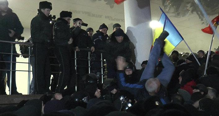 Штурм парламента. Как протесты в Кишиневе переросли в беспорядки
