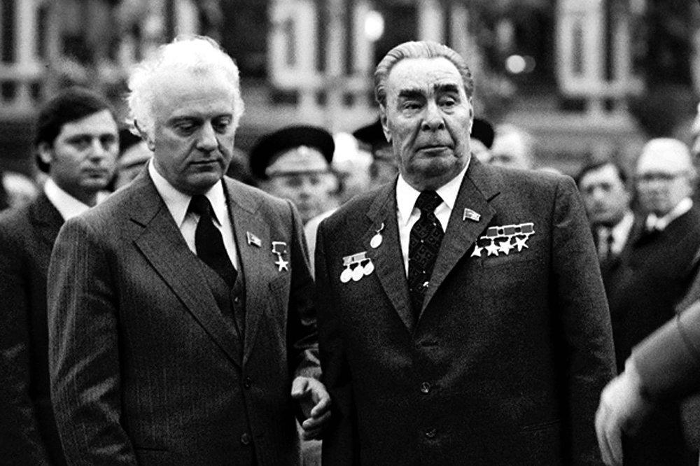 Первый секретарь ЦК Компартии Грузинской ССР Эдуард Шеварднадзе и Генеральный секретарь ЦК КПСС Леонид Брежнев, архивное фото.