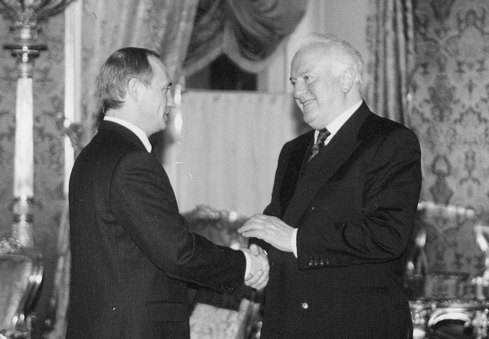 Президент Грузии Эдуард Шеварднадзе и президент РФ Владимир Путин.