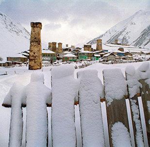 Сванские башни в снегу