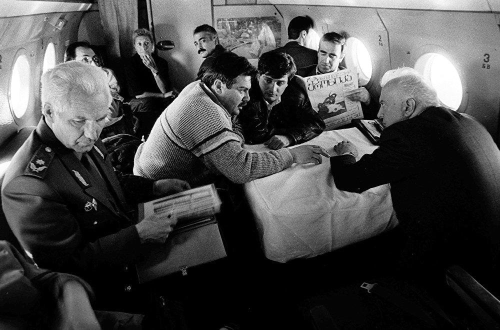 Вернувшись в Грузию после развала СССР, Шеварднадзе столкнулся с серьёзными экономическими проблемами, ростом влияния мафии и военными действиями в Абхазии.