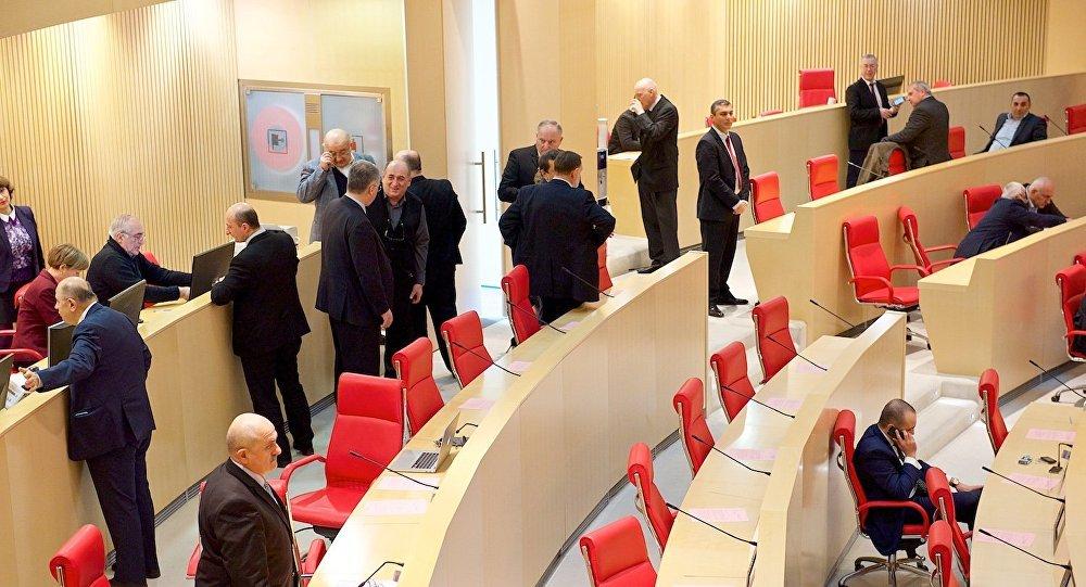 Депутаты прогуляли последнее заседание парламента Грузии
