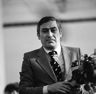 Эстрадный певец Вахтанг Кикабидзе