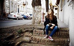 Мила Ходола, на одной из старых тбилисских улочек.