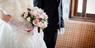 Жених и невеста на бракосочетании