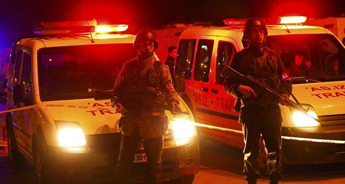Турецкие солдаты в оцеплении у места теракта в Анкаре