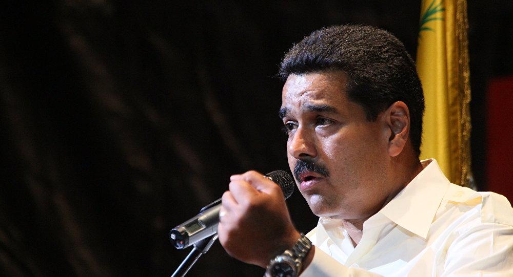 Проправительственные народные избранники покинули парламент перед началом голосования заотрешение Мадуро