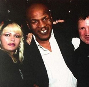 Гоча Пасиешвили с супругой и Майком Тайсоном