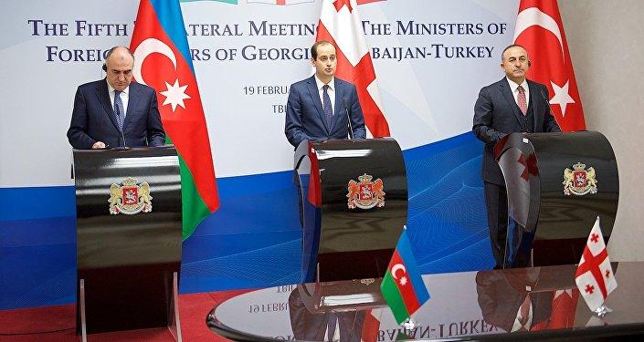 Главы МИД Азербайджана, Грузии и Турции на пресс-конференции
