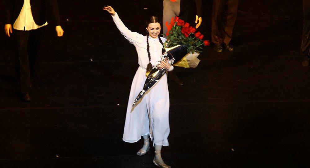 Нино Ананиашвили после выступления на вечере звезд балета в Тбилисской опере
