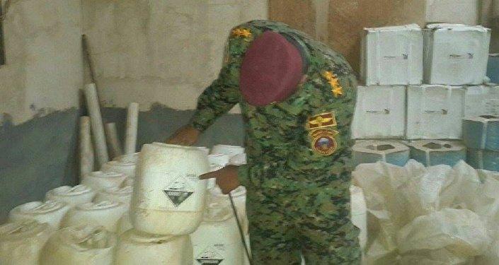 Бойцы народного ополчения провинции Анбар обнаружили два склада с химическим оружием в промышленном районе на западе города эр-Рамади