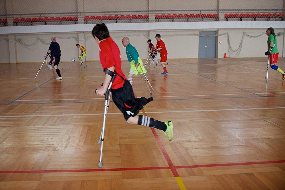 Футбол - один из девяти видов спортивных состязаний, тренировки по которым проводит сегодня Тбилисский центр развития параспорта.