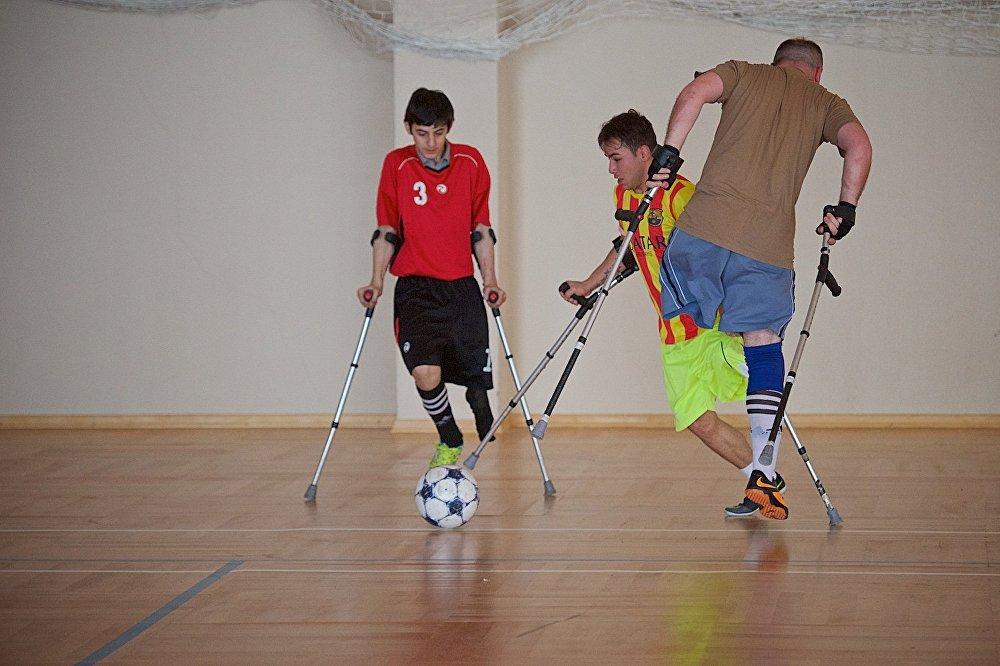 Грузинские спортсмены - ампутанты на тренировке.