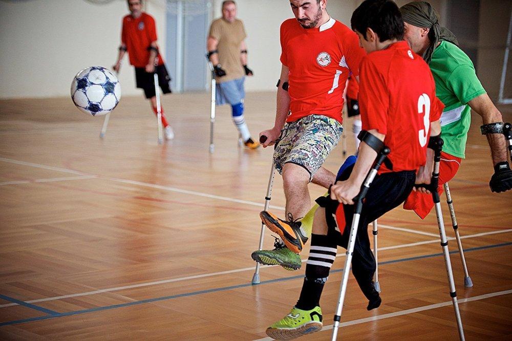 Кажется, что по скорости движений спортсмены-ампутанты практически ничем не уступают тем, кто играет в футбол на двух ногах.