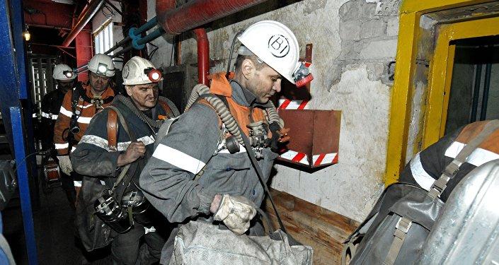 Горноспасатели в шахте Северная в Воркуте