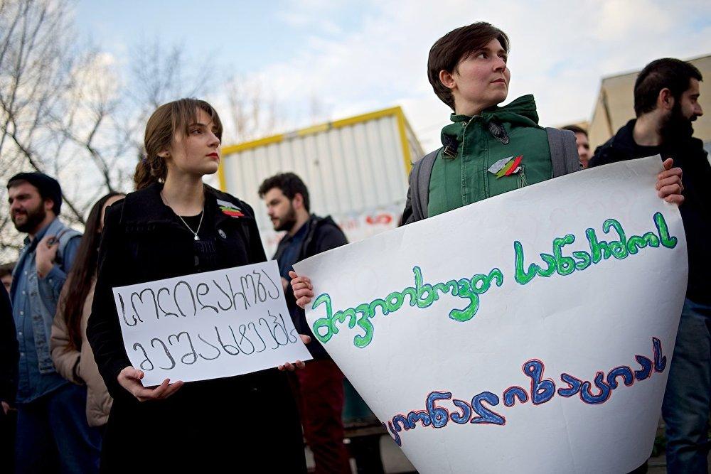 Среди участников акции в защиту шахтеров в основном были представители молодежи.