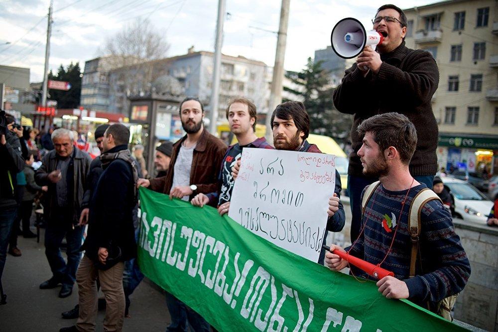 Защитники прав шахтеров призывают общественность поддержать работников угольно-добывающего предприятия.