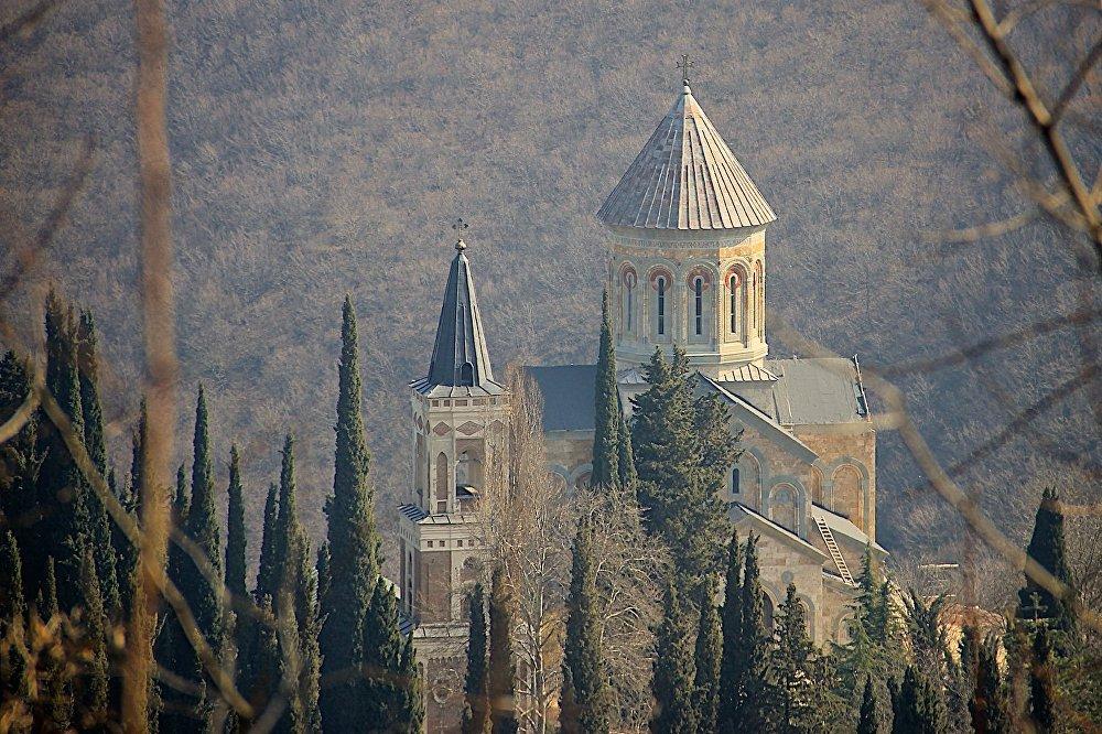 Храм Пресвятой Богородицы в Бодбе (Бодбийском монастыре) – один из двух основных храмов в Сигнахи. В интернете его часто путают с Храмом Святого Георгия, который построен гораздо раньше.