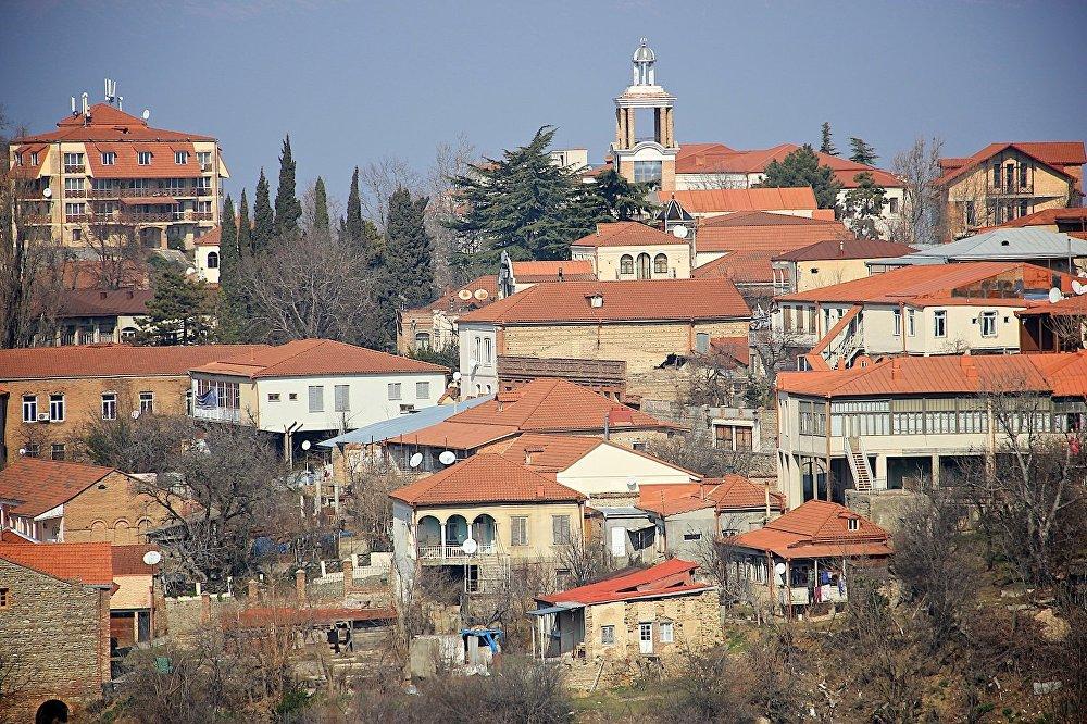 Вид на Cигнахи с одной из гор, окружающих город