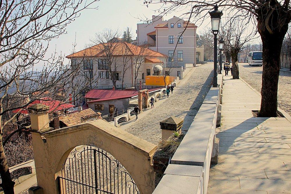 Кроме того, что Сигнахи считают городом влюбленных (здесь в любое время суток можно зарегистрировать брак), он известен и тем, что с 2005 года здесь за рекордно короткие сроки прошла реконструкция, превратившая город в «лицо грузинского туризма».