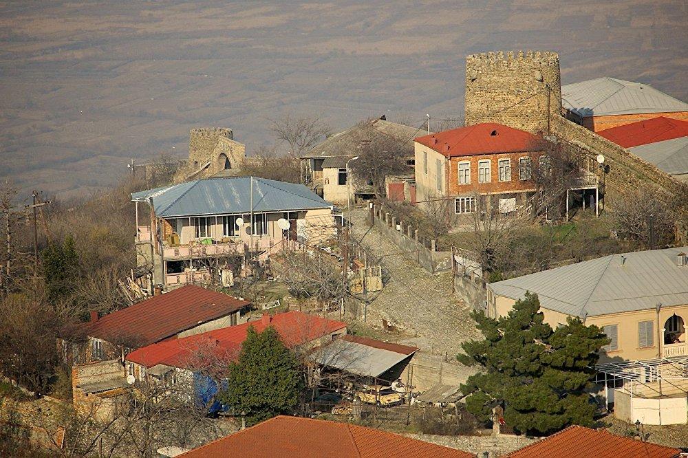 Есть версия, что Сигнахи возник после того, как монголы разрушили город Хорнабуджи (1264 год), и экономическая жизнь переместилась из разрушенного населенного пункта немного на запад.