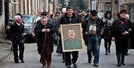 Представители общества Сталинец и Единой компартии Грузии проводят шествие по центральным улицам Гори
