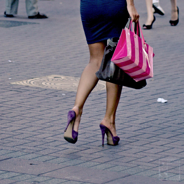 კაცების აზრით, ქალებს ფულის სწორად ხარჯვა არ შეუძლიათ, ყიდულობენ სხვადასხვანაირ და უსარგებლო ტანსაცმელს.