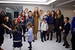 Эвелина Бледанс на встрече, посвященной проблеме детей с синдромом Дауна